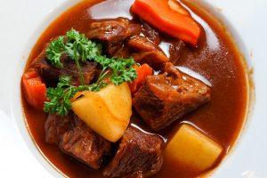 Hướng Dẫn Cách Nấu Thịt Bò Xốt Vang Thơm Lừng, Đậm Vị, Hấp Dẫn