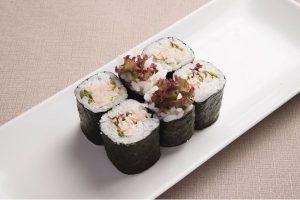 Sushi cá ngừ xốt Maynonnaise
