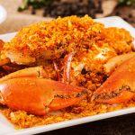 Cua biển rang muối – món ăn đậm hương vị biển cả. (Ảnh: Internet)