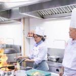 Nấu ăn cần sự tập trung cao độ