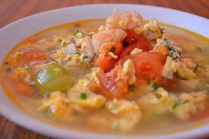 canh cà chua trứng tôm khô
